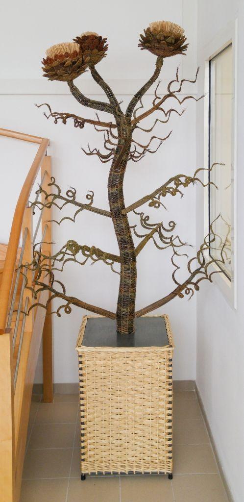 Sculpture d'artichaut en vannerie d'osier par l'Atelier Brins de Malice