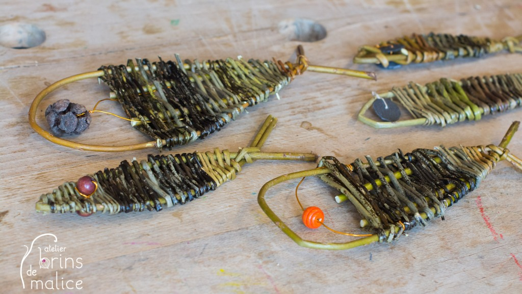 atelier enfant de vannerie d'osier : mobile de poissons